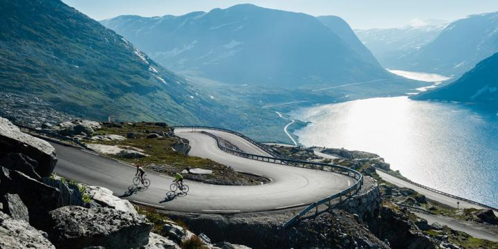 road-cycling-geirangerfjord-norway-2-1_70f1a01e-c7c9-4d44-a1fc-10161193fdc8